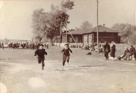 Спортивные соревнования школьников по бегу