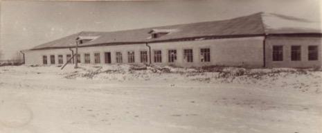 Ильинская школа - вид зимой