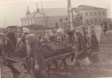 Школьники собирают металлолом